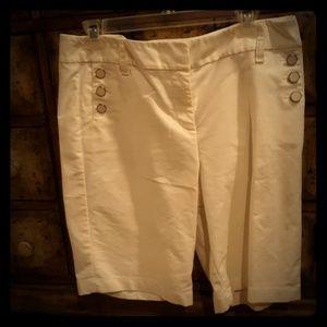 Ann Taylor Decorative Buttons White Shorts. Sz 10